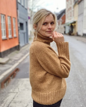 Petite Knit Caramel Sweater (norsk)