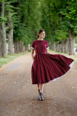Classic Dress, Short Sleeves, Red Tartan (1 igjen str S)