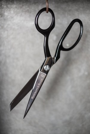 Tailors Shears BLACK 8″  - 20 cm stoffsaks fra Merchant & Mills